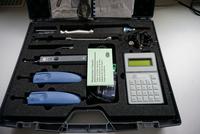 Koffer mit Holzfeuchtemessgerät und zusätzlichem Equipment