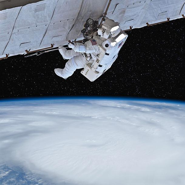 Astronaut im Weltraum. Bildquelle: marcel – Fotolia.com