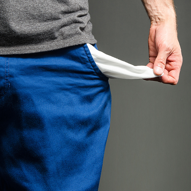 Empty pockets turned inside out. Photo source: sharpshutter22 - fotolia.com