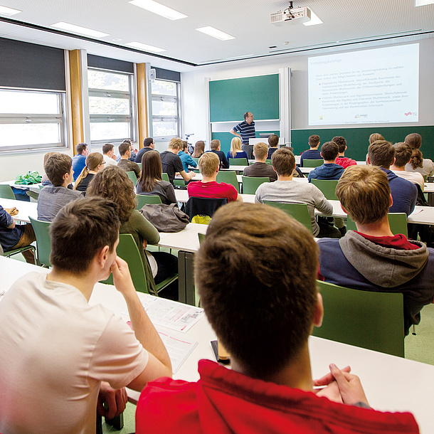 Classroom with students and teacher. Photo source: Lunghammer - TU Graz