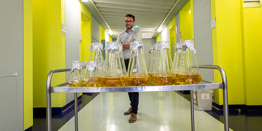 TU Graz researchers behind glass flasks