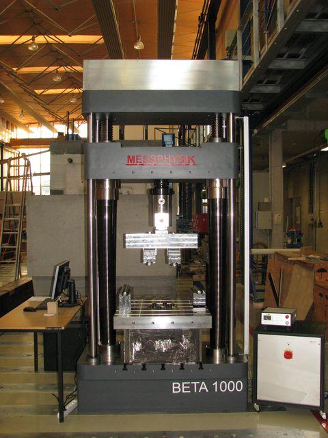 Universalprüfmaschine 1000kN