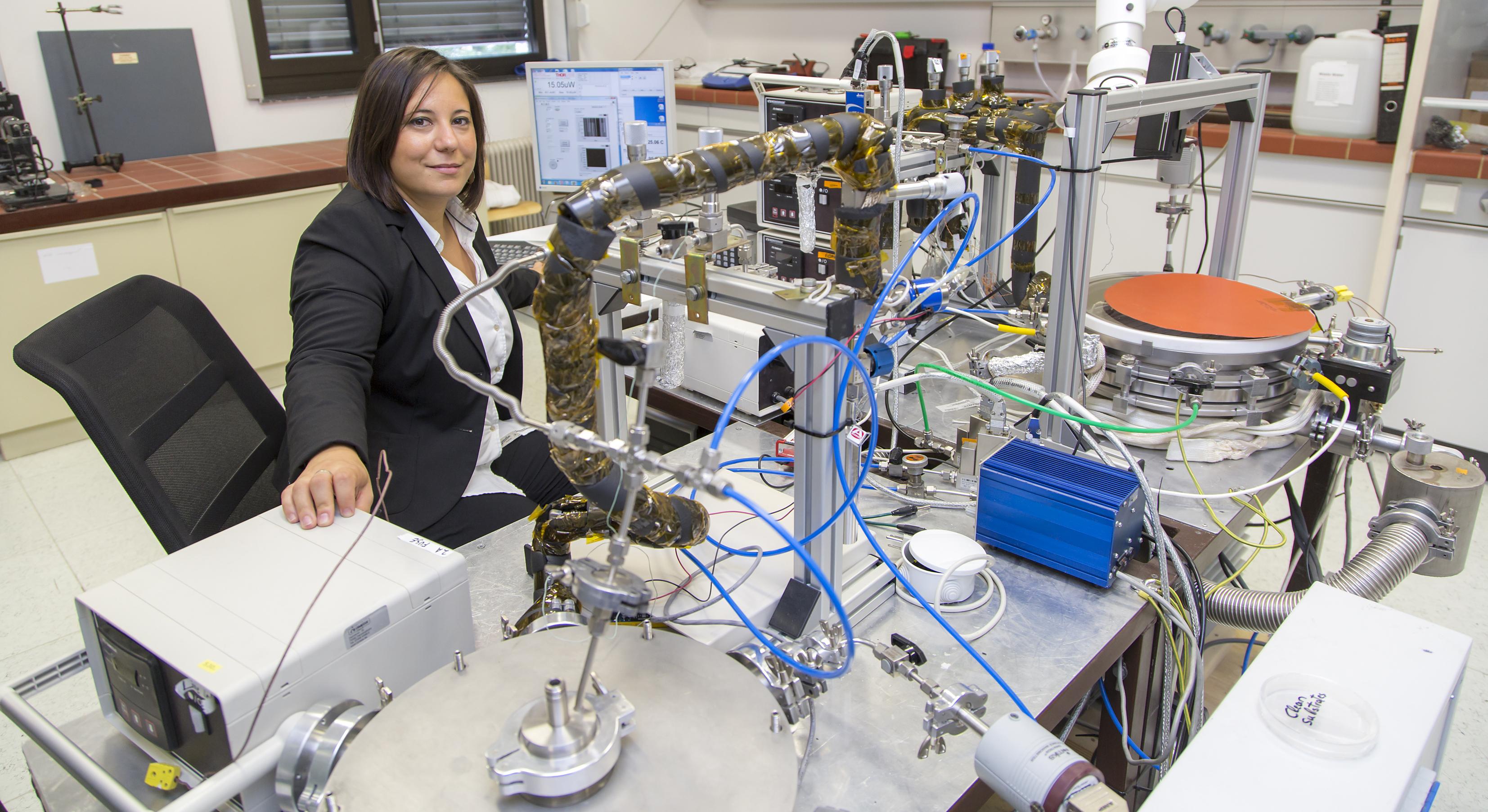 Anna Maria Coclite am Chemical Vapor Desposition Labor an der TU Graz.