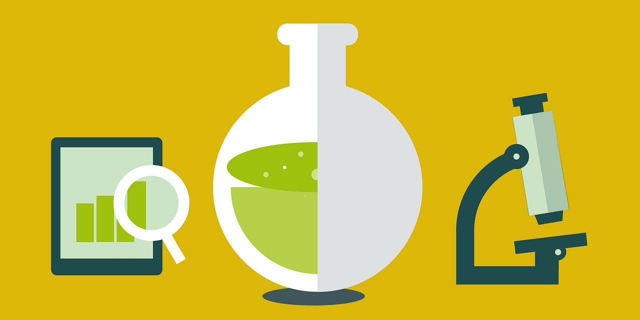Reagenzglas, Mikroskop und Tablet mit Lupe